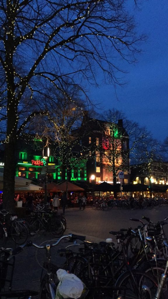 Essa é uma parte de Enschede numa famosa noite de quinta.
