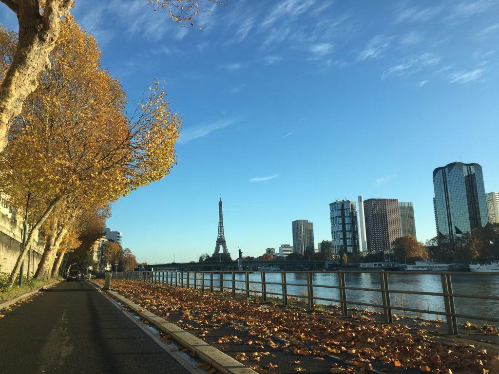 Paris já é linda, mas no outono, com sol e a torre Eiffel ao fundo... aí já é covardia.